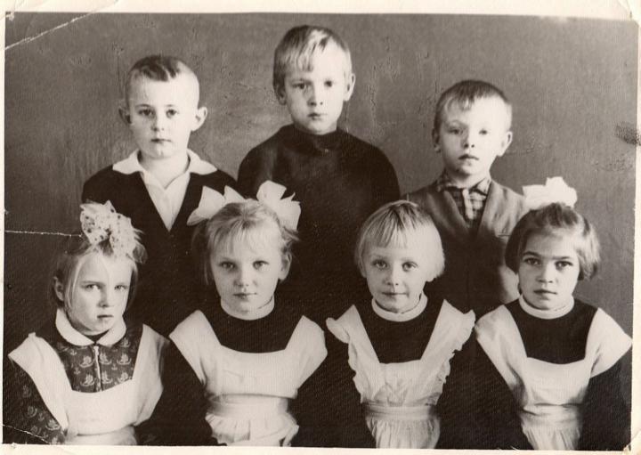 Школьные классы разных лет: Красногорбатская средняя школа