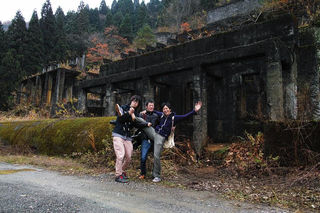 土倉鉱山前で記念撮影
