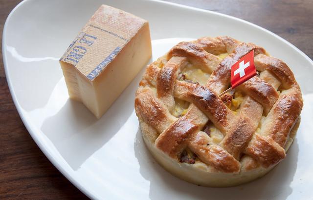 """pizza rustica in versione """"svizzera"""". Presto su www.scattigolosi.com"""