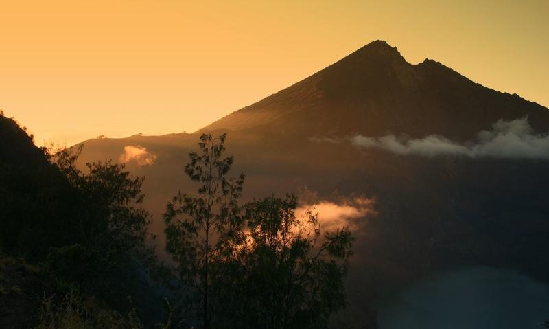 Sunset Gunung Rinjani (sumber: www.thoriqo.blogspot.com)