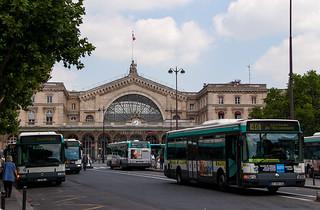 Bus de la RATP devant la Gare de l'Est