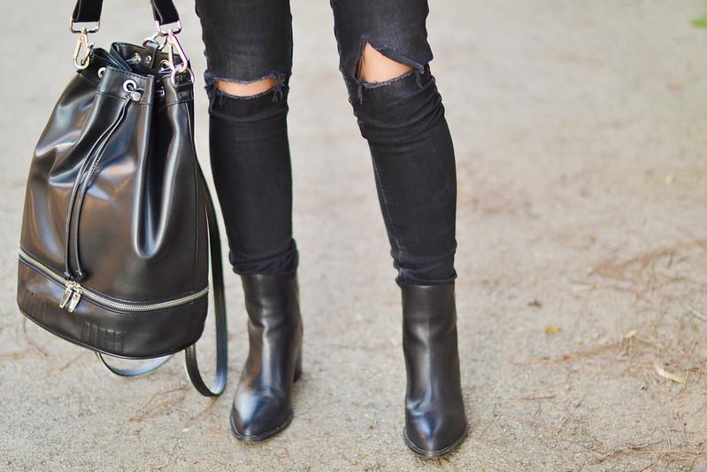 Look de negro: pantalones rotos