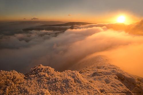 park winter sun snow wales pen sunrise fan y sandra path walk south summit brecon beacons powys fotosandra kepkowska