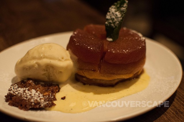 Tableau Bar and Bistro: Tart tatin, cinnamon anglaise, walnut tuile