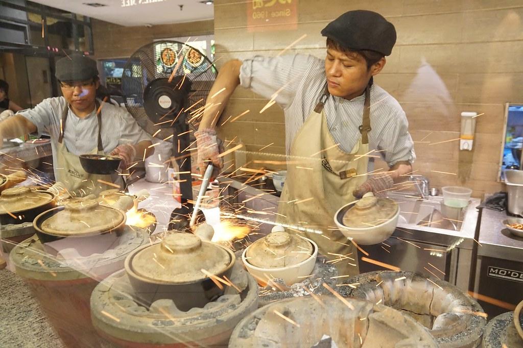 huen kee claypot chicken rice - avenue k foodcourt-001