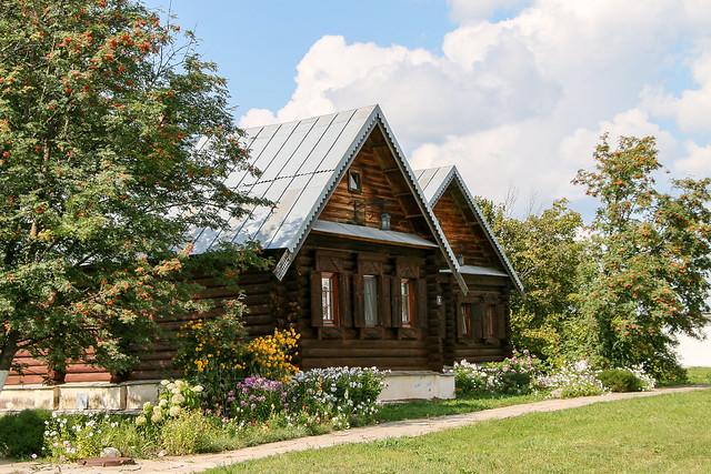 Wooden archutecture in Convent of Intercession, Suzdal, Russia スズダリ、ポクロフスキー修道院敷地内の木造建築