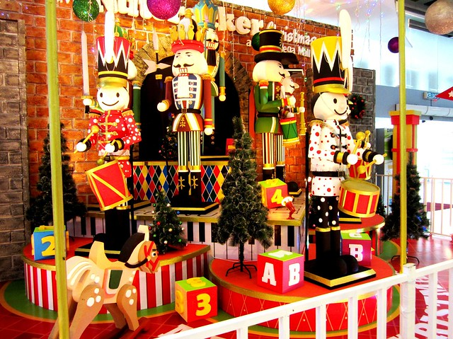 Chirstmas decor at Star Megamall 1
