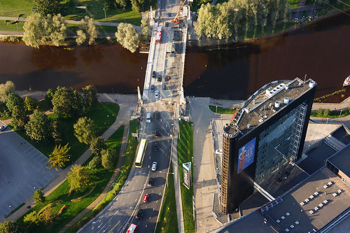 bridge shadow europe estonia aerialview special eesti tartu estland sild emajõgi vari glassreflection photoimage sooc plasku sonyalpha tartumaa sonyα geosetter mytracks geotaggedphoto nex7 sel18200 фотоfoto year2014