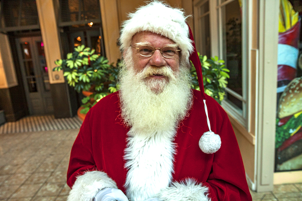 Santa-Claus-at-Steamtown-Mall-in-11-14--Scranton