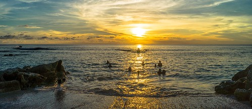 ocean sunset sun beach swim pacific dusk silhouettes wave tropical tropic splash micronesia nauru