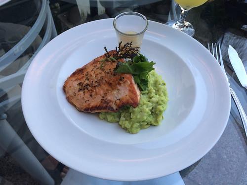 Valparaiso: un saumon accompagné d'un risotto d'avocat. Un délice !