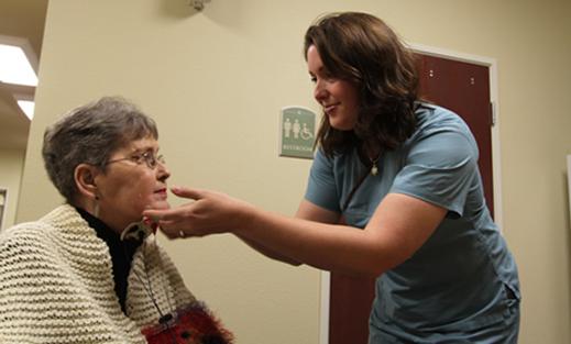 Bài tập cải thiện biểu hiện khuôn mặt ở bệnh nhân Parkinson