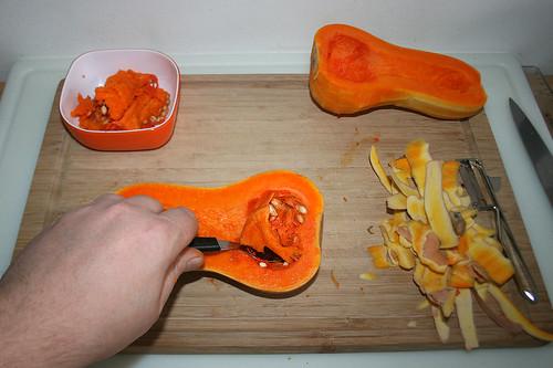 09 - Kürbis schälen & entkernen / Peel pumpkin & remove seeds