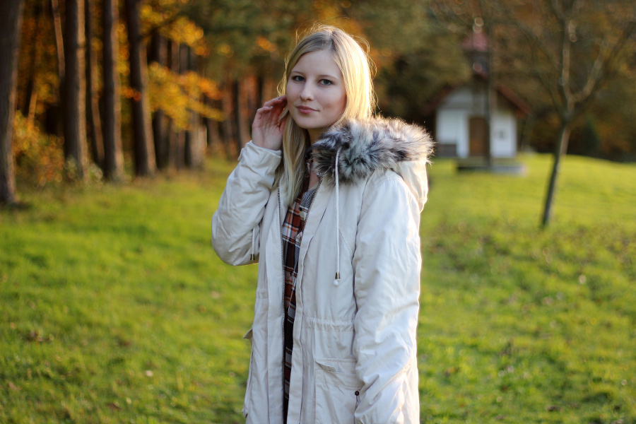 outfit-parka-autumn-bright-light-sun