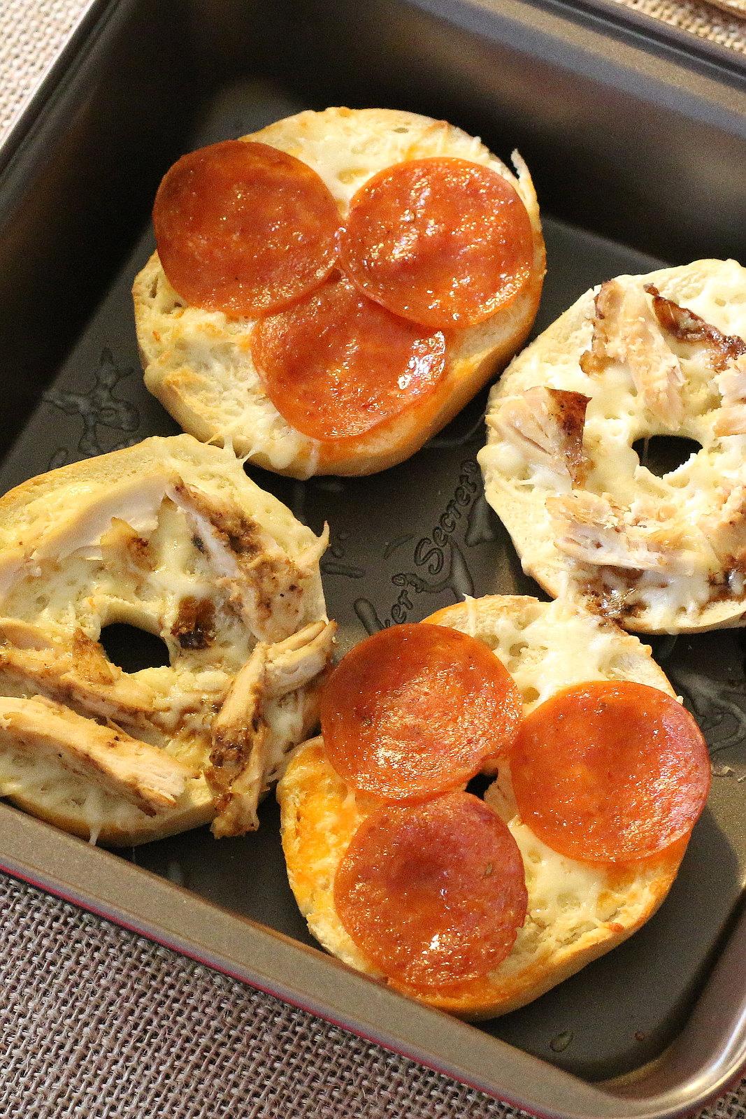 Bakers-Secret-mini-bagel-breakfast-pizza-3