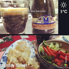 dinner : kim chee gyoza & ama mora beer (porter) 9% alcohol made with coffee & malawi sugar by amarcord, a brewery in italy #kimchee #gyoza #porter #italy #beer #craftbeer #dinner #japan