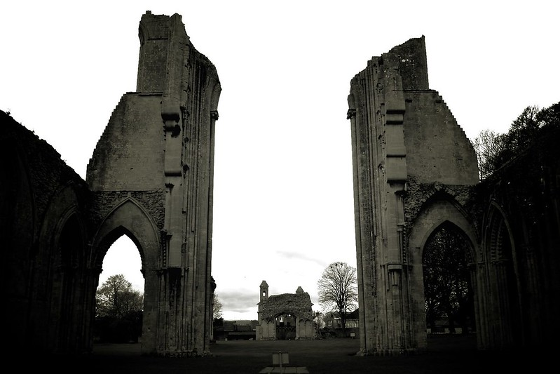 2756: Glastonbury Abbey, UK