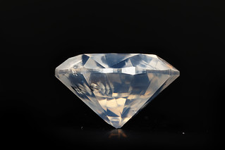 Fancy White Diamond, standing in clay. Milky White 1.08 ct 3x 1,16 light edit