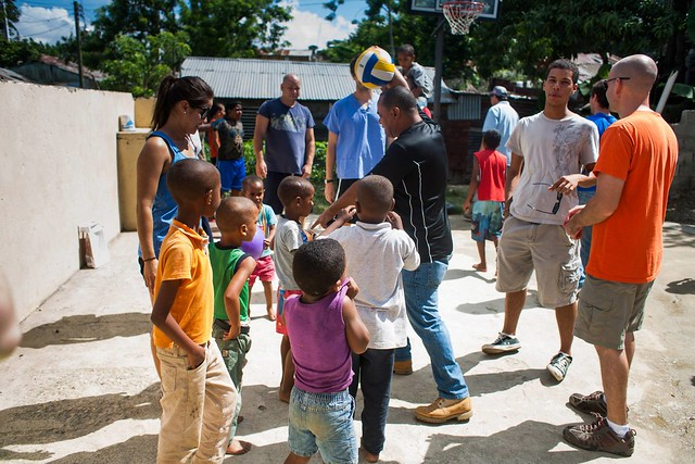 luis and the team playing with kids in la mosca