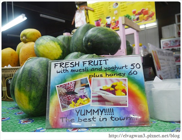 泰國-泰北-清邁-Somphet Market-Tip's Best Fresh Fruit Smoothie-市場-果汁攤-酸奶水果沙拉-燕麥水果優格沙拉-香蕉Ore0-泰式奶茶-早餐-18-606-1