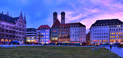 park blue sunset sky clouds germany munich münchen lights dusk frauenkirche deutchland marienhof canonsx40hs