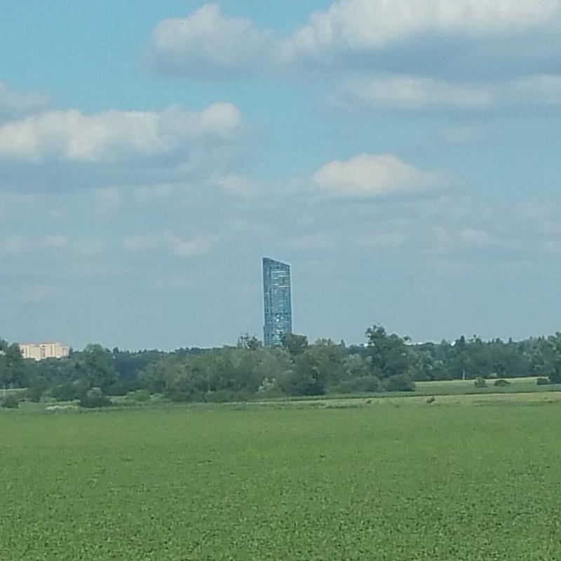 Sky Tower z A8