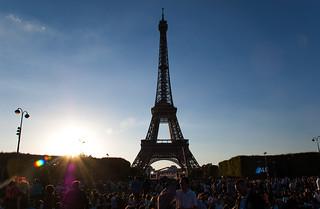 En attendant le feu d'artifice du 14 Juillet à la Tour Eiffel