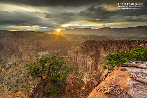 sunset sky usa cloud sun tree rain rock canon landscape photography utah nationalpark unitedstates sony wideangle canyon rainy sunburst capitolreef fruita tiltshift ericlo a7r goosenecksoverlook tse17mmf4l tse17l metabones smartadapter eftonex ilce7r