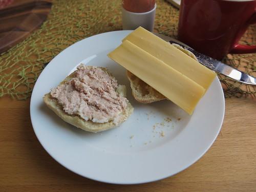 Bio-Zwiebelwurst und Beemster-Käse