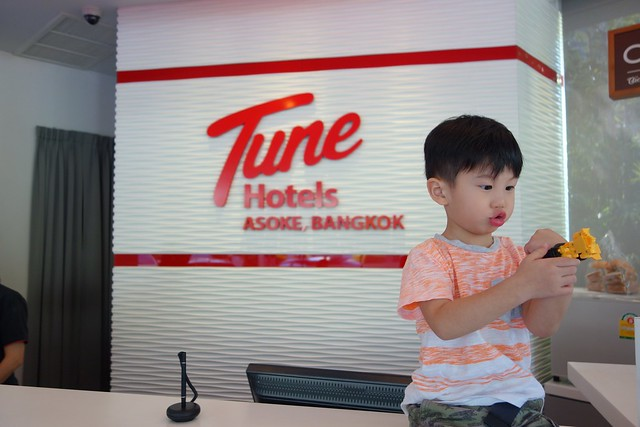Jerry at the lobby of Tune Hotel, Asoke, Bangkok