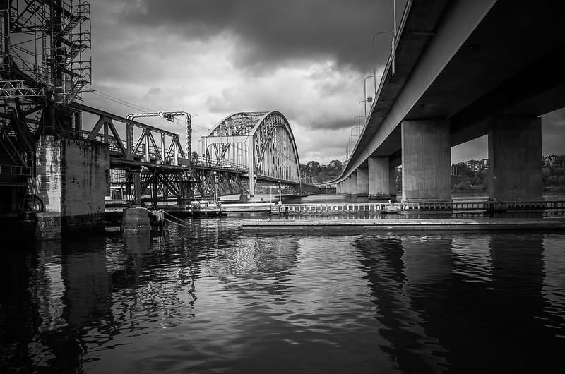 Contrasting bridges