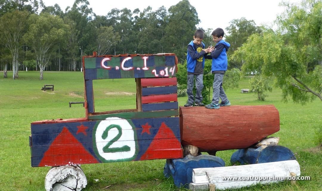 Jugando en las campas del Parque Hispanidad