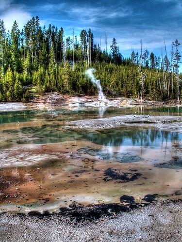 Yellowstone NP - Geyser Basin