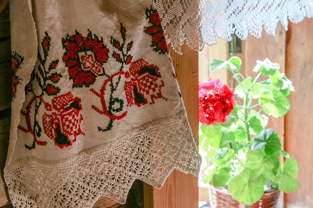 Cross stitch work in the museum of wooden masterpieces, Suzdal, Russia スズダリ、木造建築博物館の民家のクロスステッチ