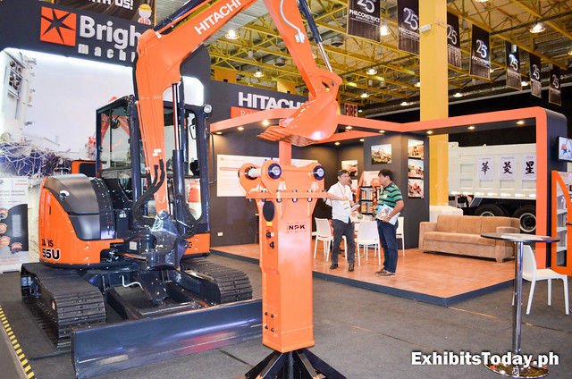 Hitachi Backhoe Lifter