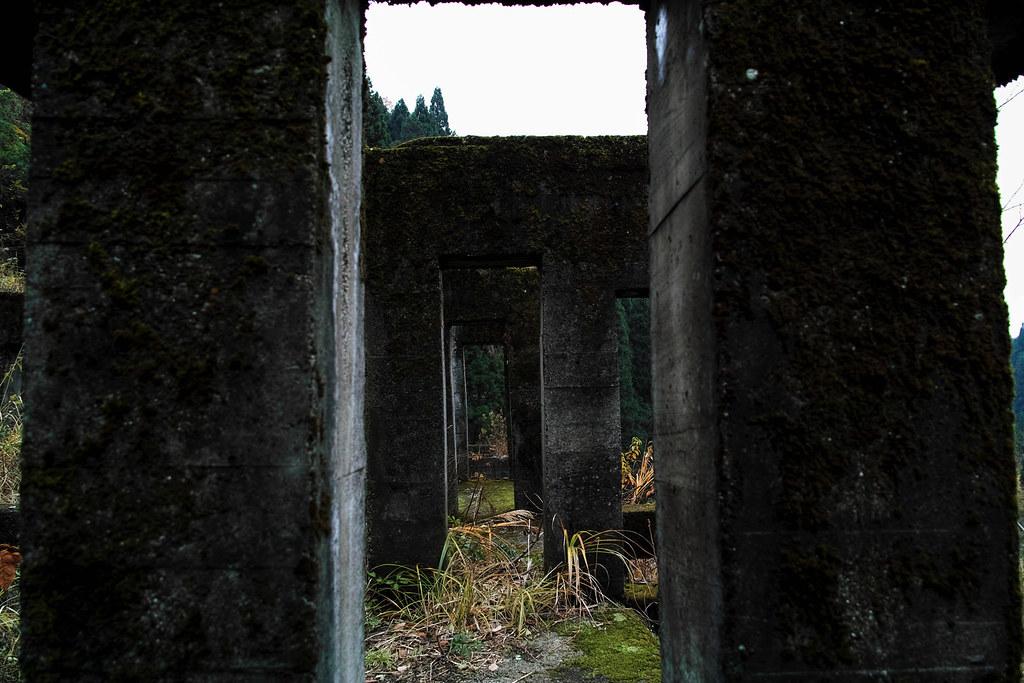 柱の隙間から撮影