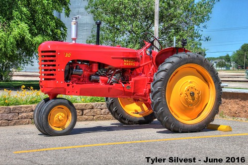 old tractor masseyharris