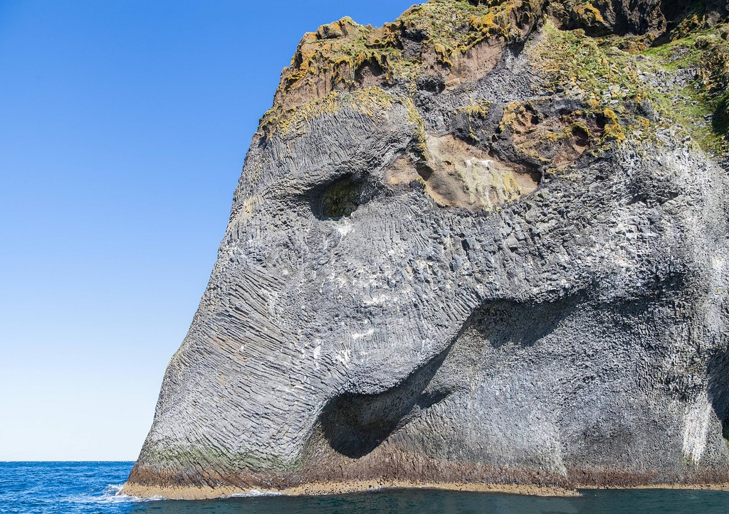 "island of Heimaey, ""Elephant Rock"", Iceland [ 2138 X 1537 ], photo by [unkown]"