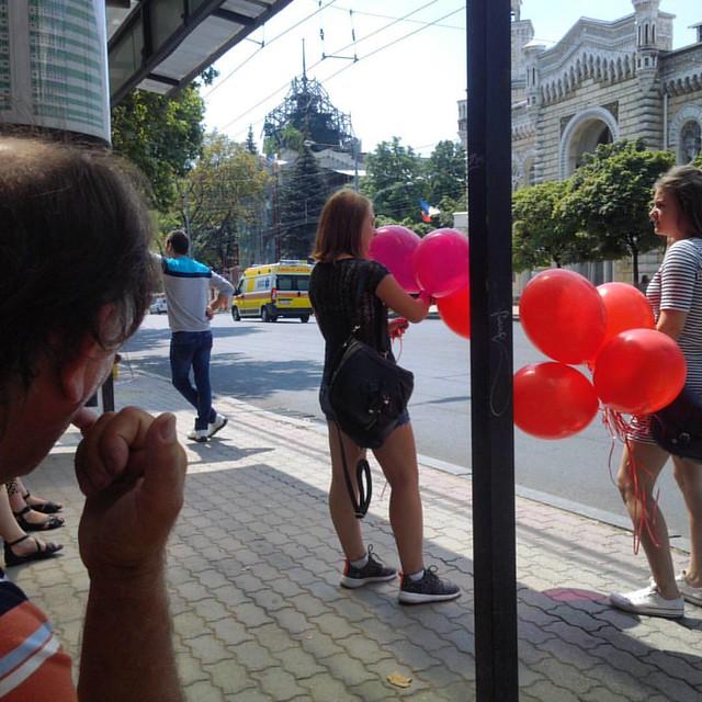 The story of a finger... #moldova #chisinau #chisinaustreet #everydayeasterneurope #everydaymoldova
