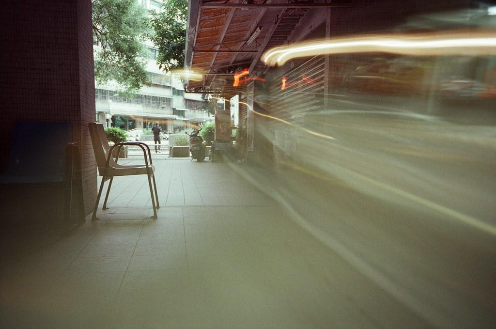 Double Exposure, Splitzer, Taipei, Taiwan / Fujifilm 500D 8592 / Lomo LC-A+ 一捲測試感光度的電影底片,有點忘記當初的目標是什麼了。  Lomo LC-A+, Splitzer Fujifilm 500D 8592 7395-0025 2016-05-04 ~ 2016-05-13 ISO200 P1:9.5~3.5 1~24 DayLight P2:3.5~9.5 1~24 Night Photo by Toomore