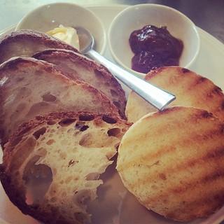 Intramontabile #pane #burro e #matmellata #colazioni da @nudoecrudobistro