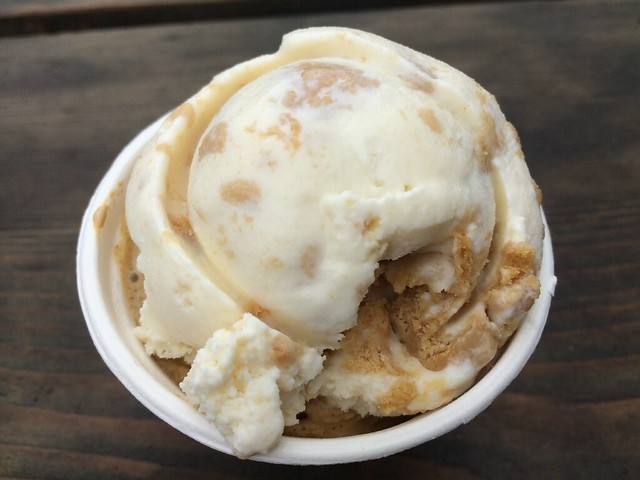Gingerbread and lemon cookie - Three Twins Ice Cream