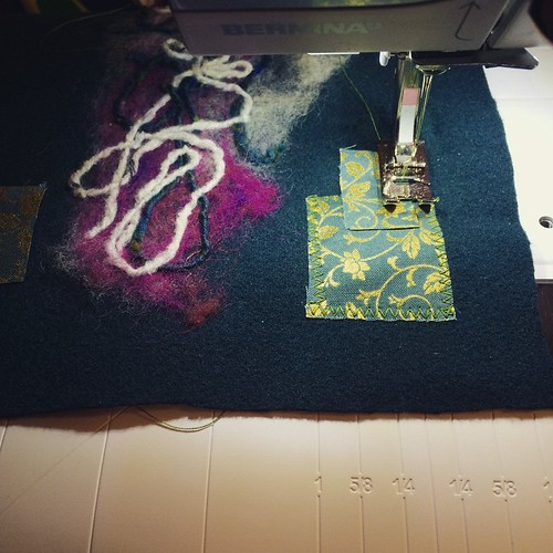 Working on the crochet hook bag:) Lavorando al porta uncinetto:)