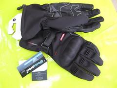 hand(0.0), arm(0.0), finger(0.0), safety glove(1.0), bicycle glove(1.0), glove(1.0),