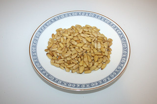 09 - Zutat Pinienkerne / Ingredient pine nuts