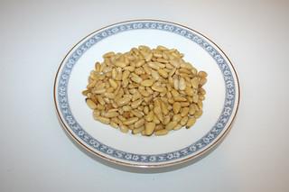 09 - Zutat Pinienkerne / Ingredient pine nuts