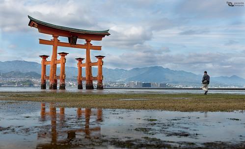 japan temple miyajima itsukushimashrine torii japon templo itsukushima flickraward miyajimatoriigate flickrtravelaward