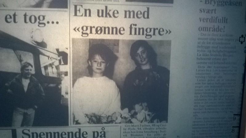 3c6eefbe Det her er Cecilie Hyde, (i hvit genser), som seinere ble venninne, med min  søster Pia, (skoleåret 1987/88 vel). Hu andre på bildet, (i mørk genser),  ...