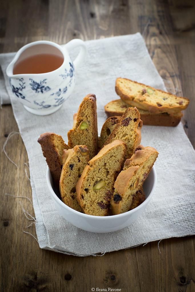 biscotti rustici ai pistacchi e frutti rossi