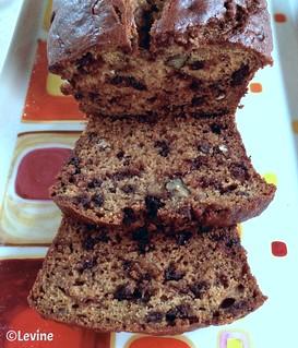 Bananencake met pecannoten en chocolade